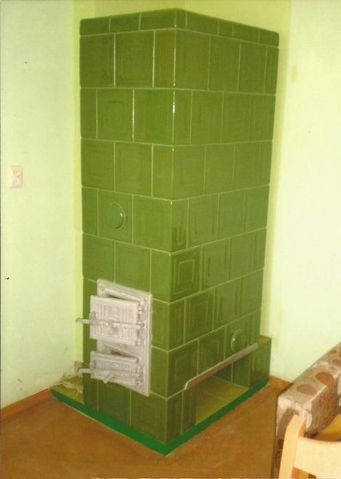 Piec z kafli zielonych z wzorem pasek kwadratu