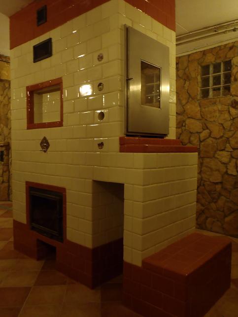 Piec, kuchnia, kominek, wedzarnia w jednym z kafli kwadrateli bezowych i ekri 2