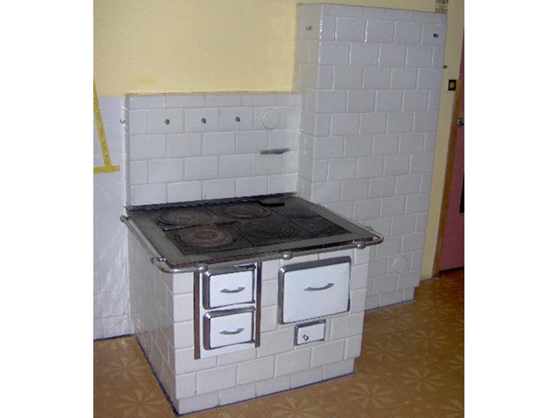 Kuchnia wolnostojaca i piec przy kuchni bia�a